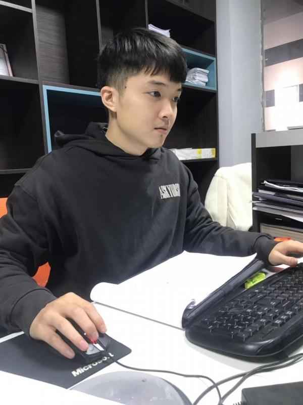 设计师 梁庆杨